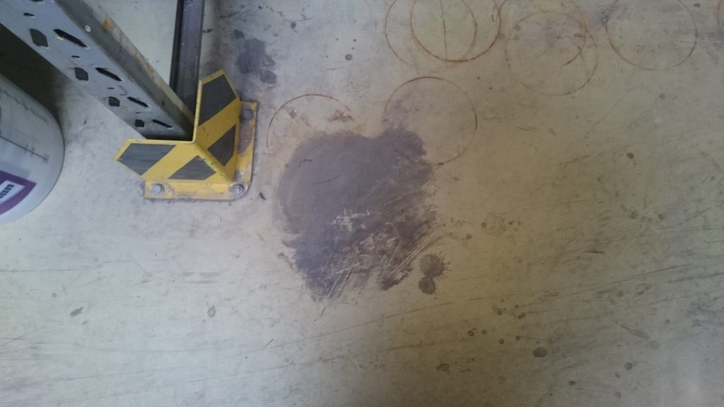 Hotze-OGT-Angeblich im Fußboden eingezogene Verschmutzung Resultat Fußboden erneuern