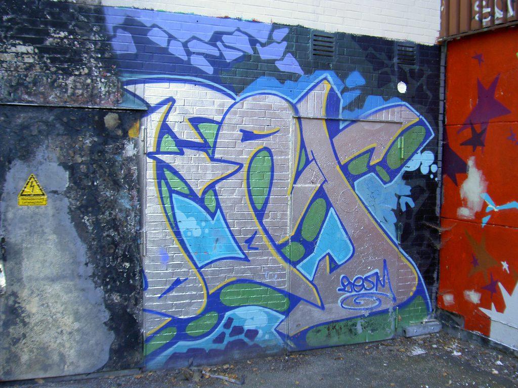 Hotze-OGT-Graffitybefall und Brandschaden auf Klinker vorher