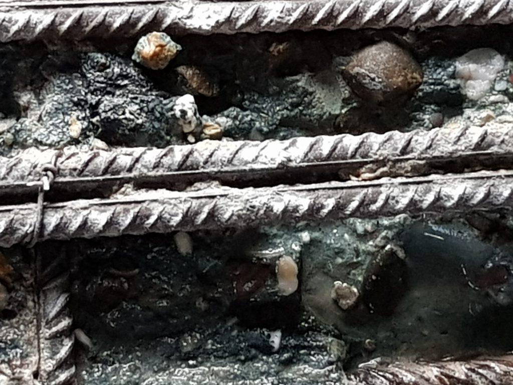 Hotze-OGT-Freigelegte und leicht hinterstrahlte Stahlarmierung mit Korngitter