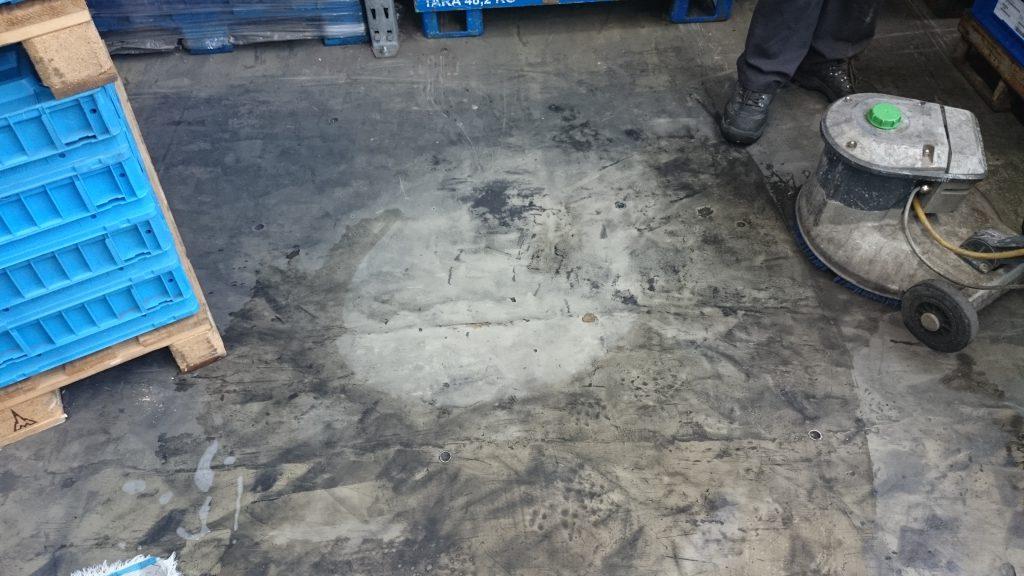 Hotze-OGT-Biosid auf einem Ölverkrusteten Fußboden