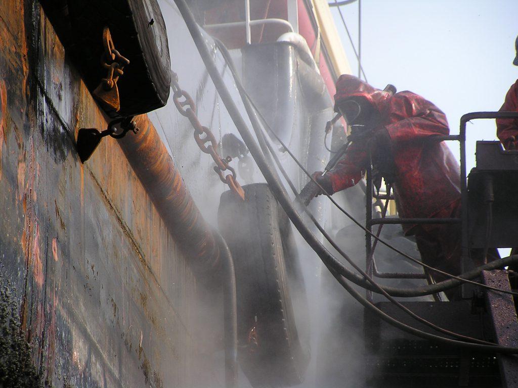 Hotze-OGT-Wasserhöchstdruckstrahlen unter Vollatemschutz mit 2.500 Bar