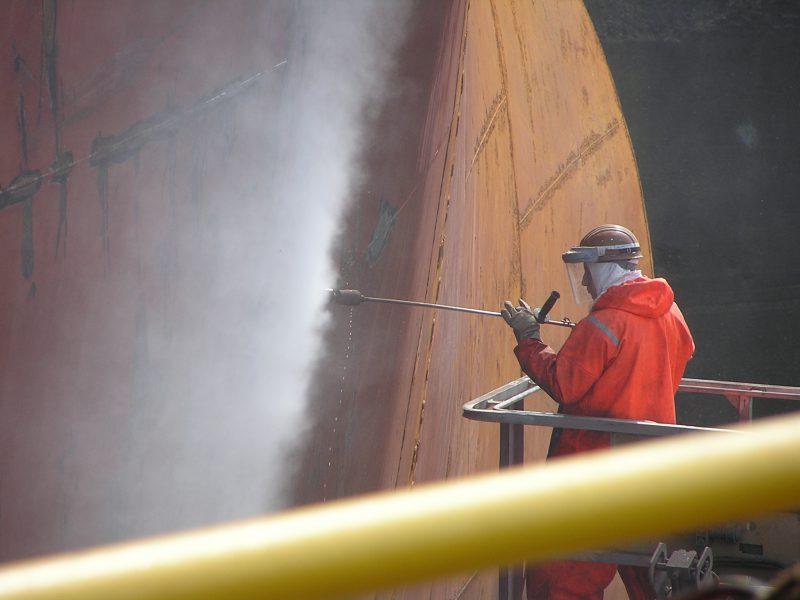 Hotze-OGT-Höchstdruckwasserstrahlen im Korrosionsschutz mit Handlanze